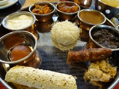 北インドの伝統的な定食 ターリー