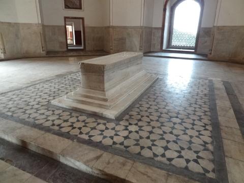 フマユーン廟の大理石棺